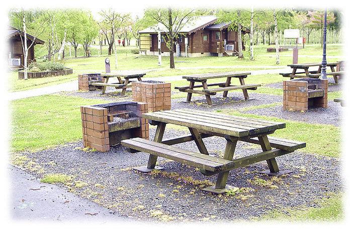つがる地球村のベンチテーブルの写真