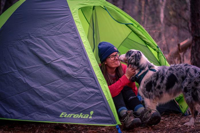ヨーレイカのテントでのキャンプの様子