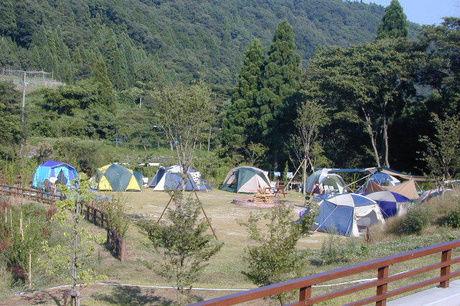 テントが張ってあるテントサイトの写真