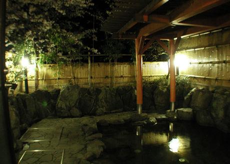 露天風呂の温泉の写真