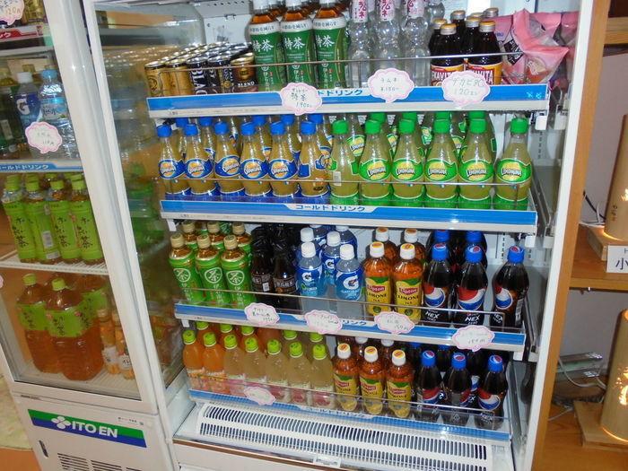 キャンプの売店で売っている飲み物の写真