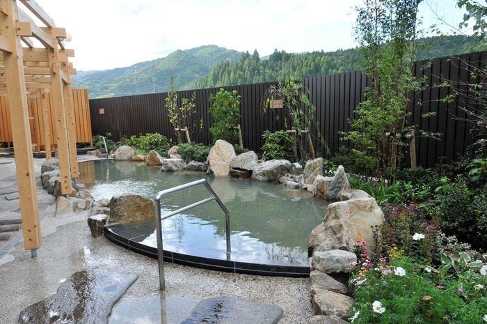 どんぐりの湯の露天風呂