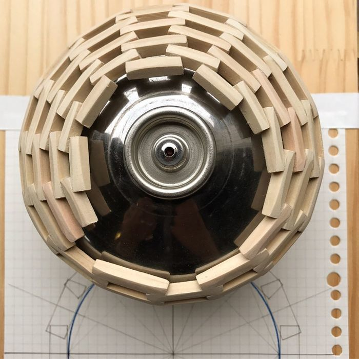 木彫りのガスカートリッジの写真