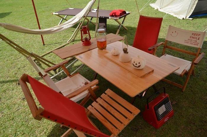 ウッドテーブルの写真