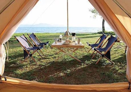 テントサイトに設置してあるテーブルとチェア