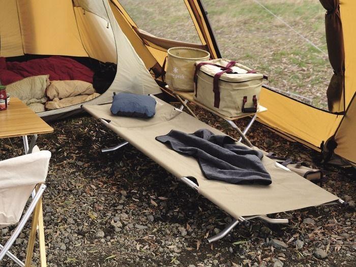 テント内に設置されたコット