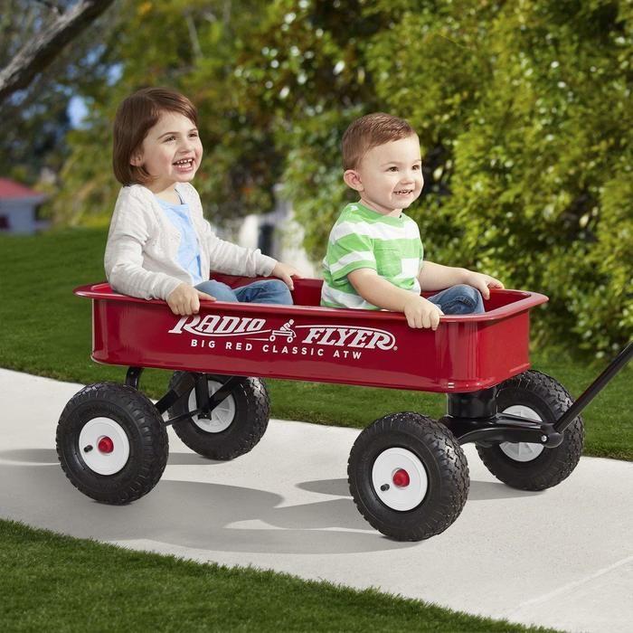 フライヤーワゴンに乗った子供達の写真
