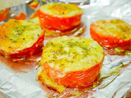 トマトとチーズのホイル焼き