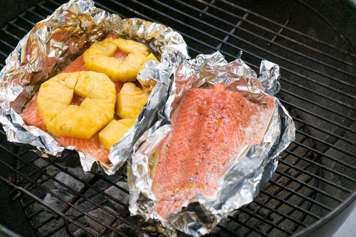 魚とパイナップルのホイル焼きの写真