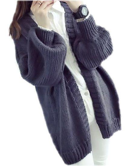 ニットセーターを着ている女性の写真