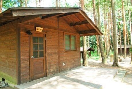 信州大芝高原オートキャンプ場のバンガローの写真