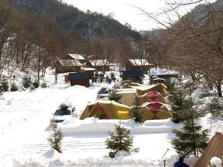 雪が積もった大鬼谷オートキャンプ場
