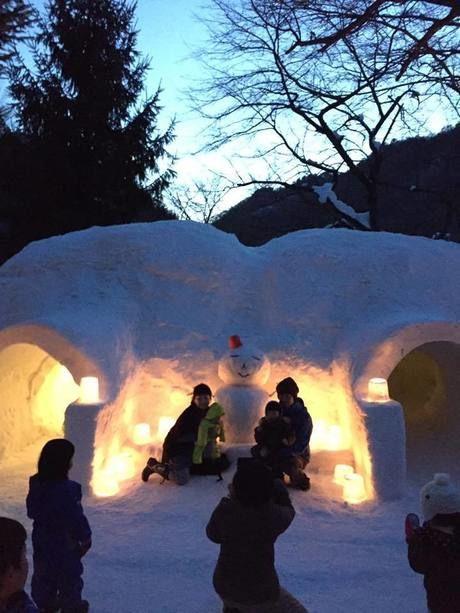 雪で作られたかまくら