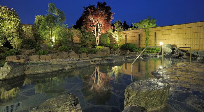 夜の天然温泉の写真