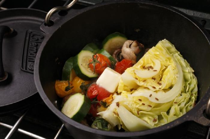 野菜のダッチオーブン蒸しの写真