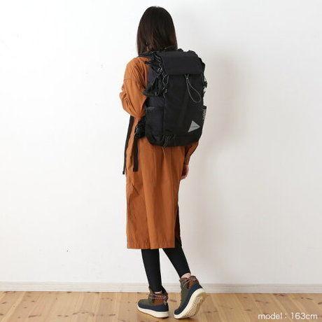 リュックを背負った女性の写真