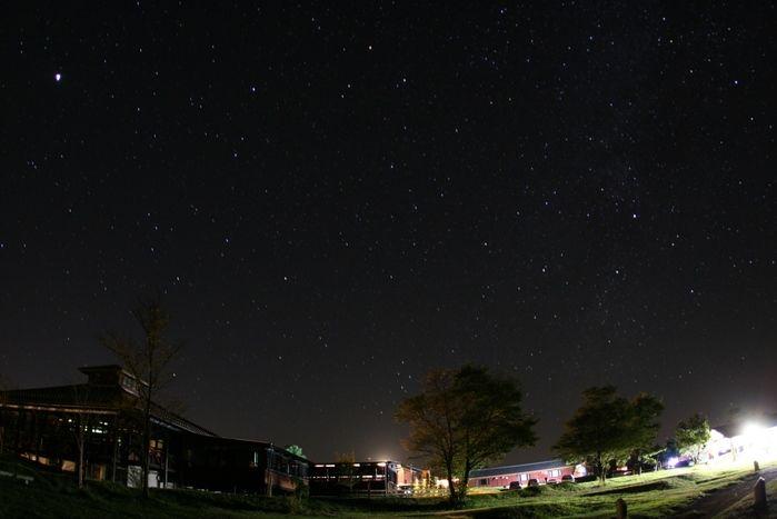 久住高原コテージから見た夜の星空の写真