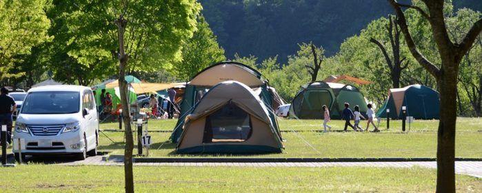 早川町オートキャンプ場のテントサイトの写真