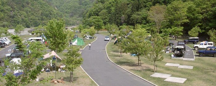早川町オートキャンプ場のテントサイトの上空写真