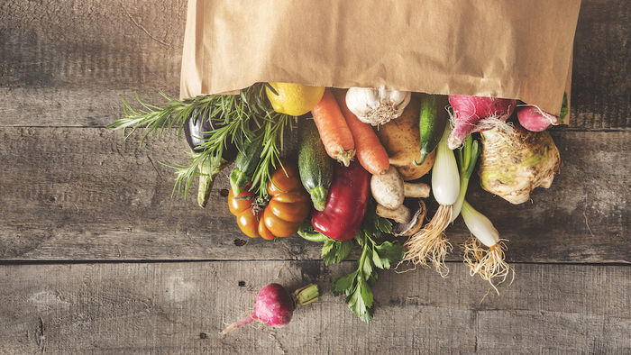 袋に入った野菜の写真