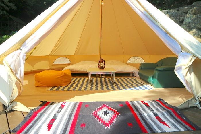 精進湖キャンピングコテージのグランピングテントの写真