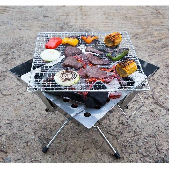 食材を焼いているバーベキューコンロの写真