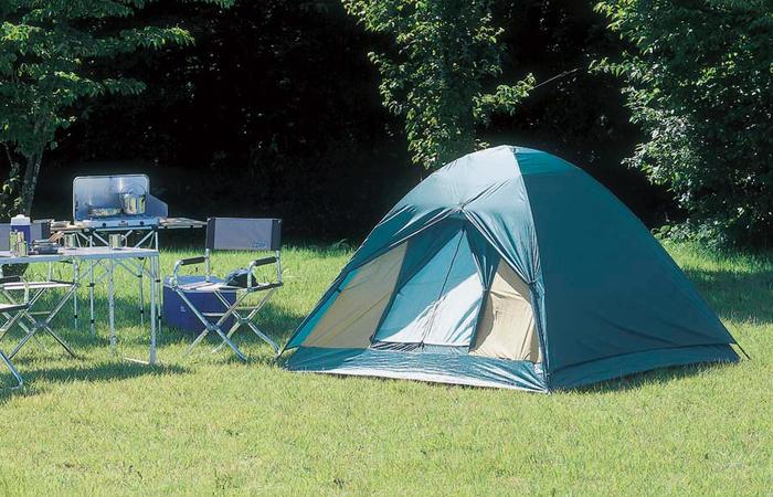 キャンプ場に設置されたワンタッチテント