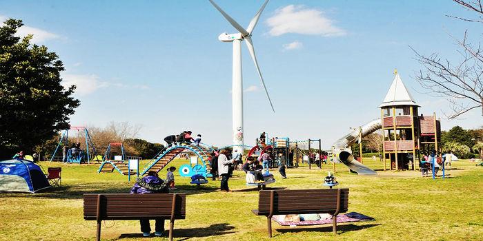 若洲海浜公園の遊具のある広場