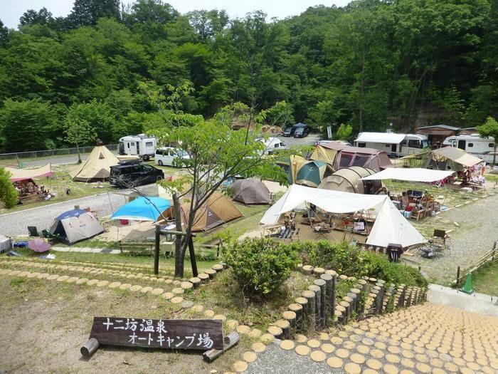 十二坊温泉オートキャンプ場のテントサイトの写真