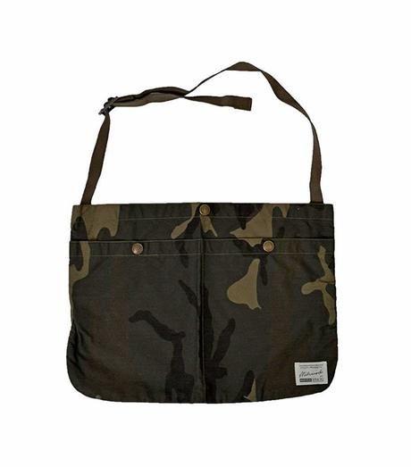 サコッシュカモショルダーバッグの写真