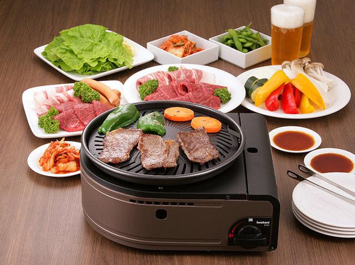 イワタニのやきまるで焼き肉を焼く
