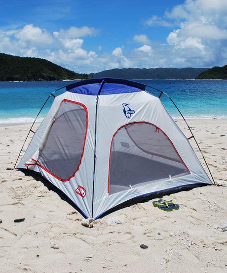 浜辺にたてられたチャムスのテント