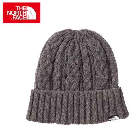 ノースフェイスにニット帽の写真