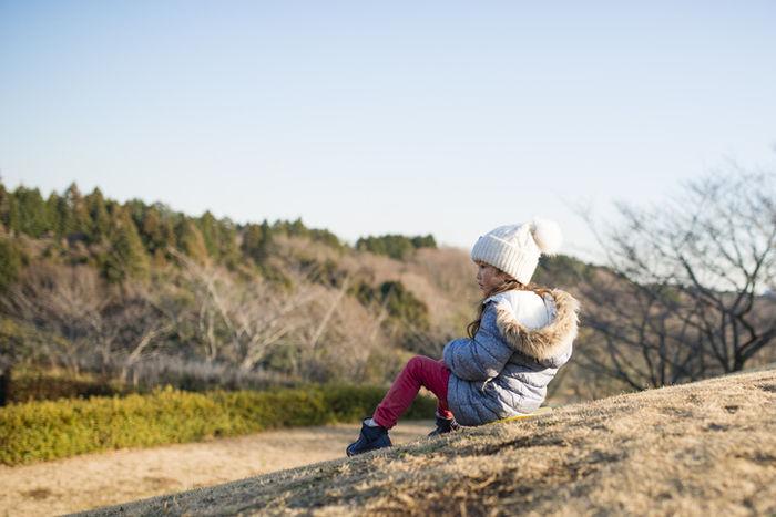 ニット帽を被った女の子の写真