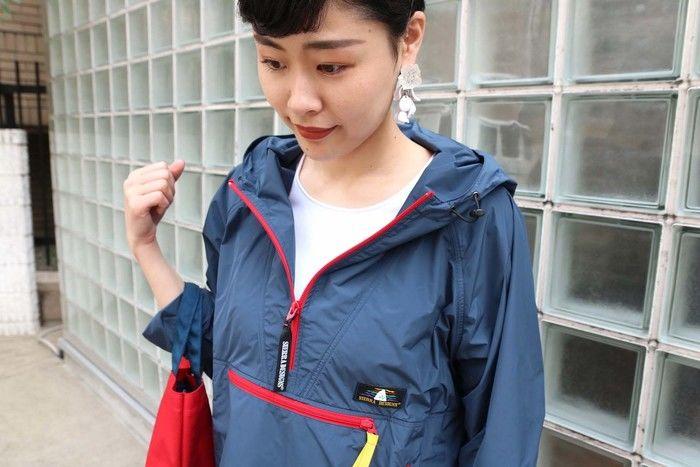 マウンパを着ている女性の写真