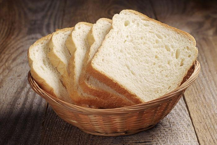 カゴに入った食パン