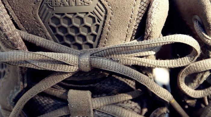 結ばれている靴紐の様子