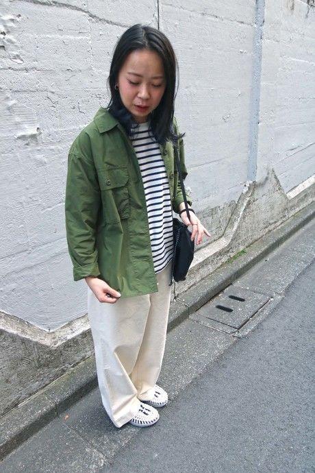 アウトドアファッションをした女性の写真