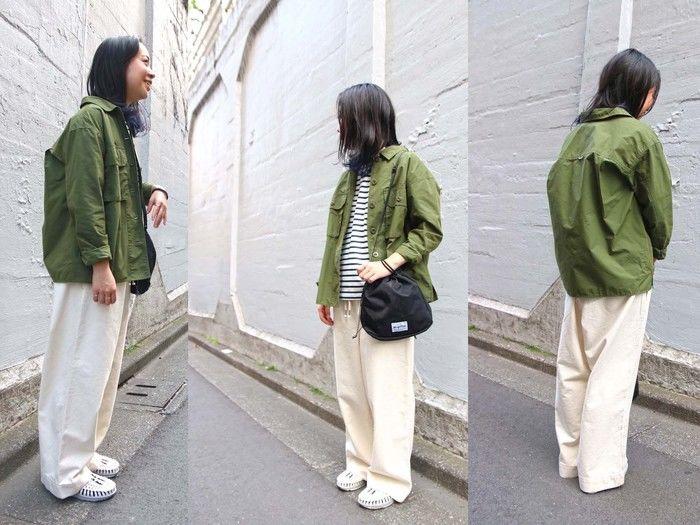 アウトドアファッションした女性の写真