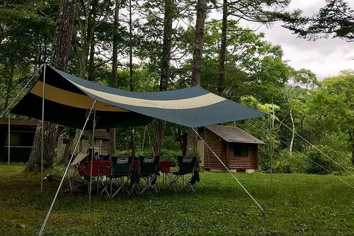 戸隠イースタンキャンプ場の景色とタープ