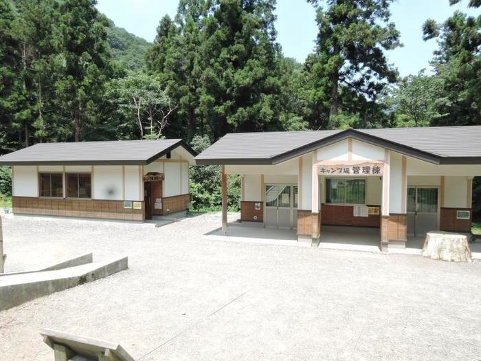 日影沢キャンプ場の管理棟の様子