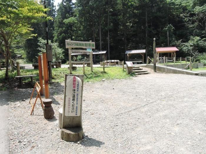 日影沢キャンプ場の駐車場の様子