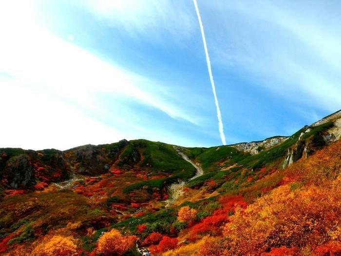 駒ヶ根キャンプセンターの空と紅葉