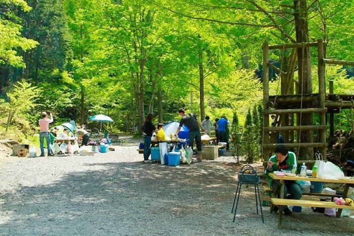 アメリカキャンプ村のベンチの写真
