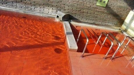 お湯に色のつい温泉