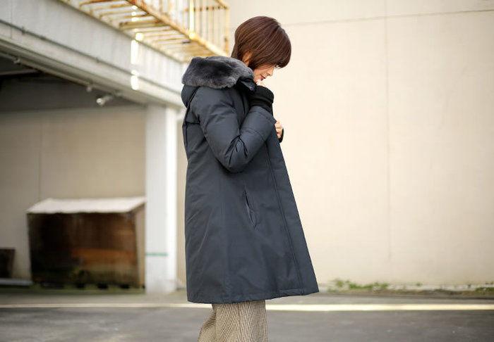 ウールリッチを着ている女性