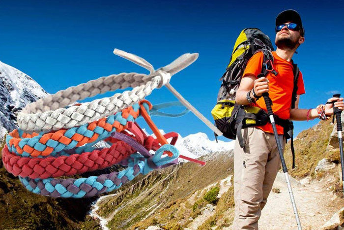 登山をしている男性の写真