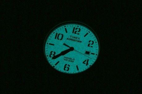 timexの時計が光る様子