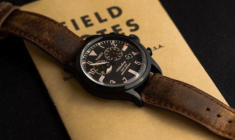 ノートの上に置かれたtimexの腕時計