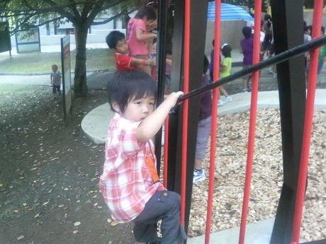 ピカソのたまごで遊ぶ子供